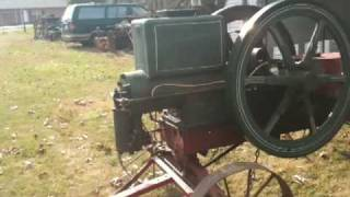 getlinkyoutube.com-Bump Starting 10 Horsepower John Lauson Hit miss engine John Deere Waterloo Boy