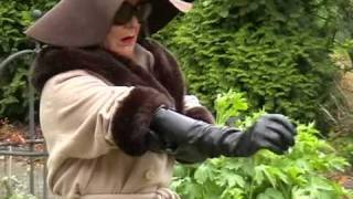 getlinkyoutube.com-Long leather gloves and wearing a 60s style trouser-boot