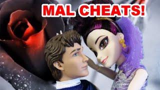 getlinkyoutube.com-Disney Descendants SCANDAL! Mal cheats w Prince Charming? Doll parody full movie