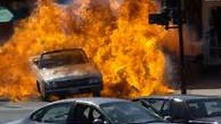 getlinkyoutube.com-【~衝撃~交通事故の瞬間2013】 世界を震撼させた交通事故集 ドライブレコーダー PART19 HD