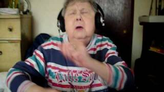 getlinkyoutube.com-Funniest Grandma trying to rap