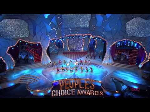 Priyanka Chopra performs at the People's Choice Awards 2012 - Shraddhanjali to Yash Chopra [HD]