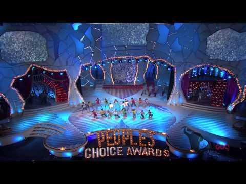 Priyanka Chopra performs at the People's Choice Awards 2012 - Shraddhanjali to Yash Chopra [HD]