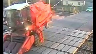 getlinkyoutube.com-Bizon uwięziony na przejeździe kolejowym! O włos od zderzenia z pociągiem ! Mega Wpadka!