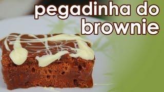 getlinkyoutube.com-Como fazer brownie de chocolate (pegadinha da esponja) - How to make chocolate brownie cake