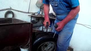 getlinkyoutube.com-Vulcanizare Cauciuc Auto cu Snur (Car tire vulcanization using a plug/cord)
