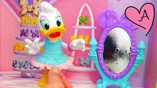 DAISY VA A LA FIESTA DE CUMPLEAÑOS DE MINNIE | Muñecas y juguetes con Andre para niñas y niños width=