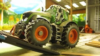 getlinkyoutube.com-RC TRACTOR  destroyed in 1 second - farm toys in action