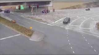 El hielo negro se apoderó de las pistas de Kansas City causando varios accidentes.