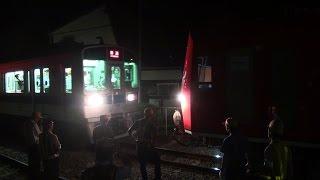 getlinkyoutube.com-箱根登山鉄道3000形と小田急1000形の連結作業(風祭駅/甲種輸送)