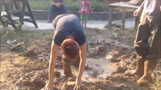 getlinkyoutube.com-My sister vs. the backyard mudpit