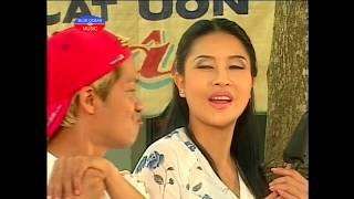 getlinkyoutube.com-Hai Phien Cho Tet (Kieu Oanh, Minh Nhi)