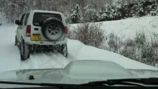 getlinkyoutube.com-2013-1-5  SUZUKI JIMNY on Snow-covered road
