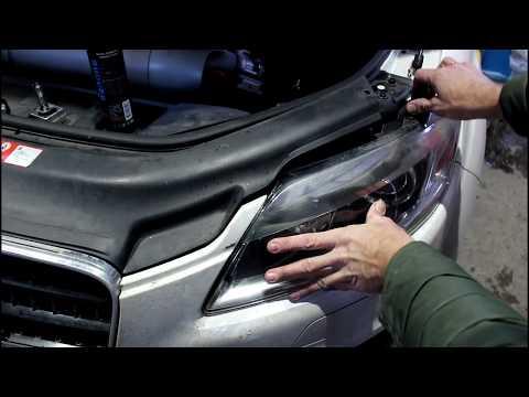 АУДИ Q7 2008 AUDI Q7 3,0 дизель Замена ламп в передних фарах