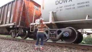 getlinkyoutube.com-Train hopping