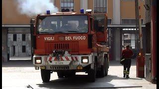 getlinkyoutube.com-Autogrù Astra Cormach Vigli del Fuoco Milano in emergenza - Italian fire brigade responding code 3.