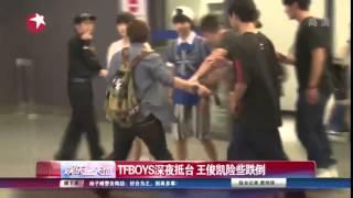getlinkyoutube.com-Vương Tuấn Khải sắp ngã tại sân bay Đài Loan [20-07-2015]