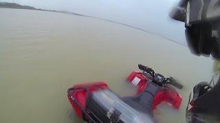 getlinkyoutube.com-Quadriciclo afundando na lagoa e fazendo funcionar novamente