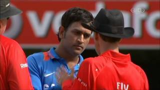 getlinkyoutube.com-Mahendra singh Dhoni fight with Third Umpire Wrong Decision - M S Dhoni Rocks!!!