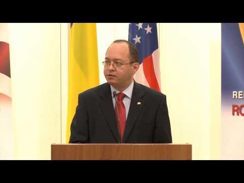 """Ministrul Bogdan Aurescu la vernisajul expoziției aniversare """"135 de ani de relaţii diplomatice România-SUA"""""""