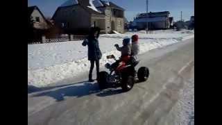 2013.03.10 Brolis su vaikais ant keturaciu ATV 110cc