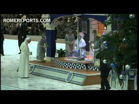 Benedict XVI blesses nativity scene given by the Mexican region of Puebla