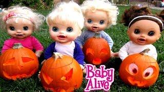 getlinkyoutube.com-BABY ALIVE Carve Out Pumpkins For Halloween!