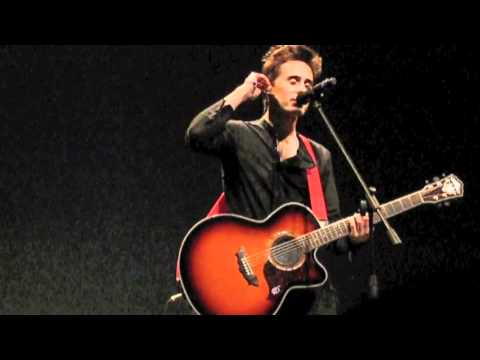 "JARED LETO of 30 SECONDS TO MARS Sings ""Hurricane"" 2.21.11"