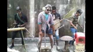 getlinkyoutube.com-Bangla funny Lungi Dance Ak Akasher Tara Tui