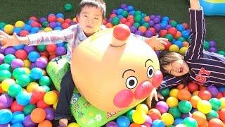 getlinkyoutube.com-アンパンマン おもちゃ くうきでまとあてアンパンマンごう ボールプール Anpanman inflatable Bouncer Giant Ball Pits Toy