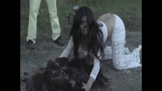 OMG ! Shenaz Treasurywala Falls Into Cow SHIT | MTV Anchor Shenaz Falls Into Cow SHIT