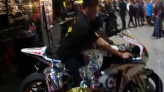 getlinkyoutube.com-เบริ์นยางโชว์คู่ รถแข่ง Honda CBR 1000 ของแสตมป์ อภิวัฒน์ วงศ์ธนานนท์ กะ Suzuki GSXR