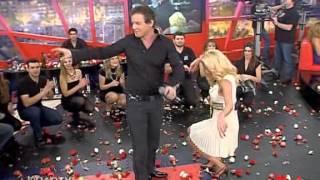 getlinkyoutube.com-Φαίη Σκορδά χορεύει ζεϊμπέκικο.avi