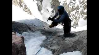 getlinkyoutube.com-Mountain climber saved at last second from near-fatal fall - Nerve-racking rescue caught on video