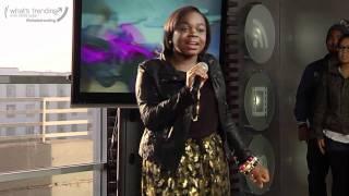 La fille de Snoop Dogg Cori B chante pour la première fois en live !