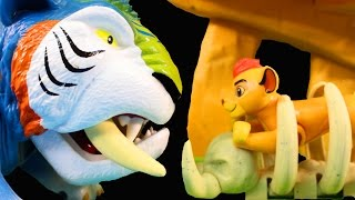 getlinkyoutube.com-Disney Junior The Lion Guard Defend The Pride Lands Play Set With Lion King Simba And Fun Animals