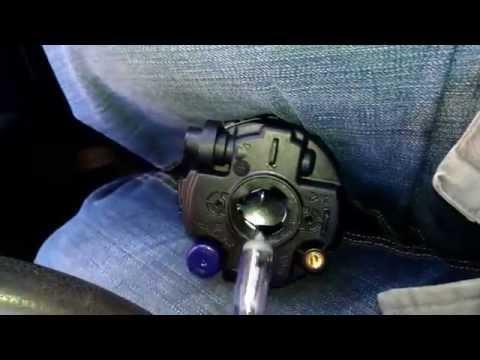 Замена лампочки в противотуманной фаре на Nissan Tiida