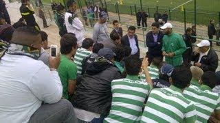 getlinkyoutube.com-Le face à face des Ultras Eagles & Derb Sultan avec les joueurs du Raja (29/03/2012)