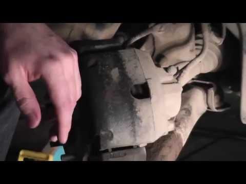 Мазда Трибьют: ремонт и обслуживание - Замена передних тормозных колодок