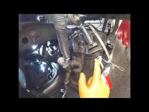 Где находится в GMC Вандура педаль тормоза