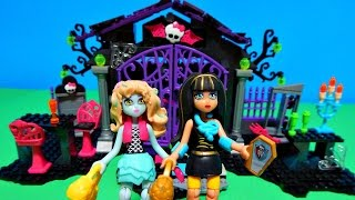 getlinkyoutube.com-Monster High Mega Bloks Graveyard Garden Party Lagoona Cleo Minifigures Toy Dolls Unboxing Review