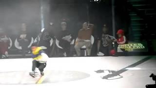 getlinkyoutube.com-a 6 ans elle humilie son adversaire au Break dance