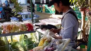 getlinkyoutube.com-ร้านขายผลไม้เมืองแพรกครึ่งทางก่อนถึงเชียงตุง Motorcycle selling fruit Monghpyak