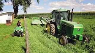 getlinkyoutube.com-Cutting Hay - John Deere 4640 & 735 MoCo