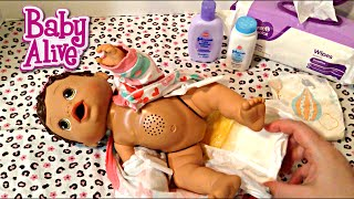 getlinkyoutube.com-Baby Alive Changing Time Doll Olivia's Feeding and Changing Video