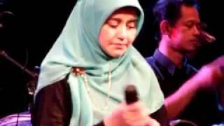 getlinkyoutube.com-Love Story by Novia Kolopaking n Kiai Kanjeng dlm Konser 8 @ GKJ