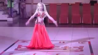 getlinkyoutube.com-بنت اوكرانية صغيرة ترقص احسن من دينا و صافيناز تحفة