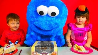 getlinkyoutube.com-Kids candy and Cookie Monster eat cake for kids children toddlers