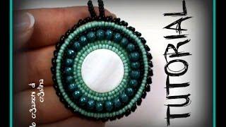 getlinkyoutube.com-Tutorial Medaglione Etnico - Ciondolo all'embroidery con Twin Beads/Superduo e Perline rocailles