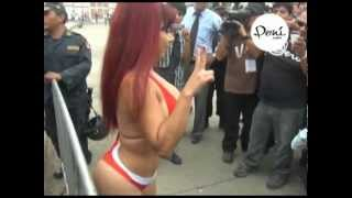 getlinkyoutube.com-Vedette Daysi Araujo se desnudara si Peru va al Mundial